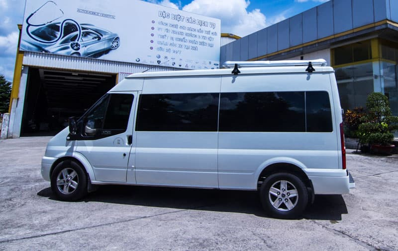Ford Transit Limousine Trắng