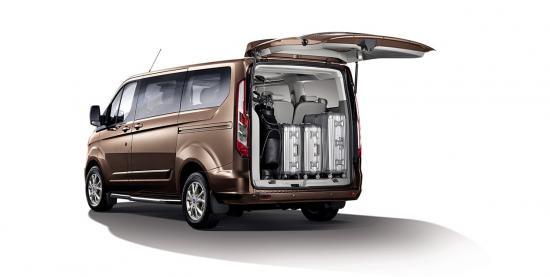 Ford Tourneo ngoại thất - Phần đuôi xe
